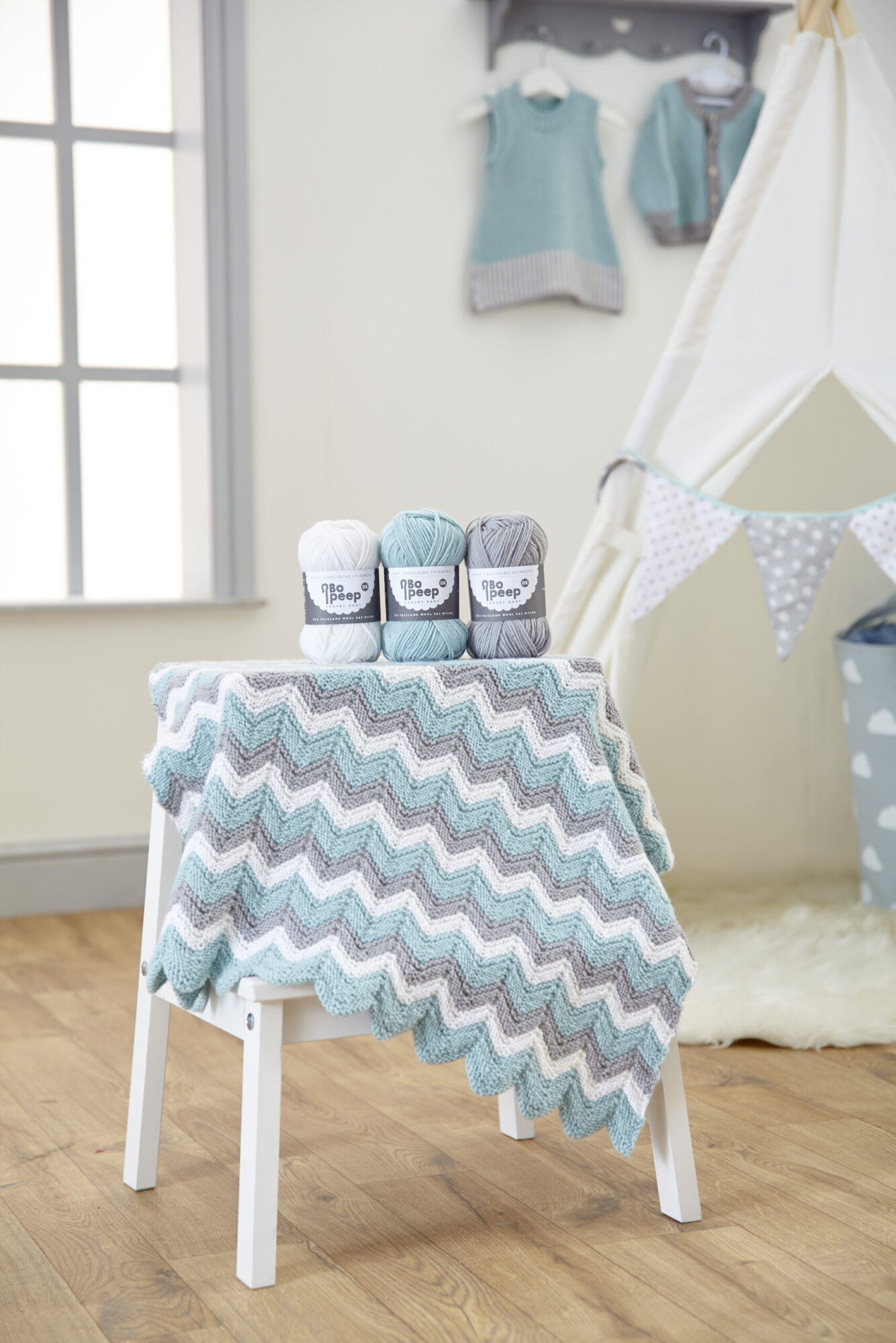 West Yorkshire Spinners Bo Peep DK – Knitted Zig Zag Baby Blanket Pattern product image